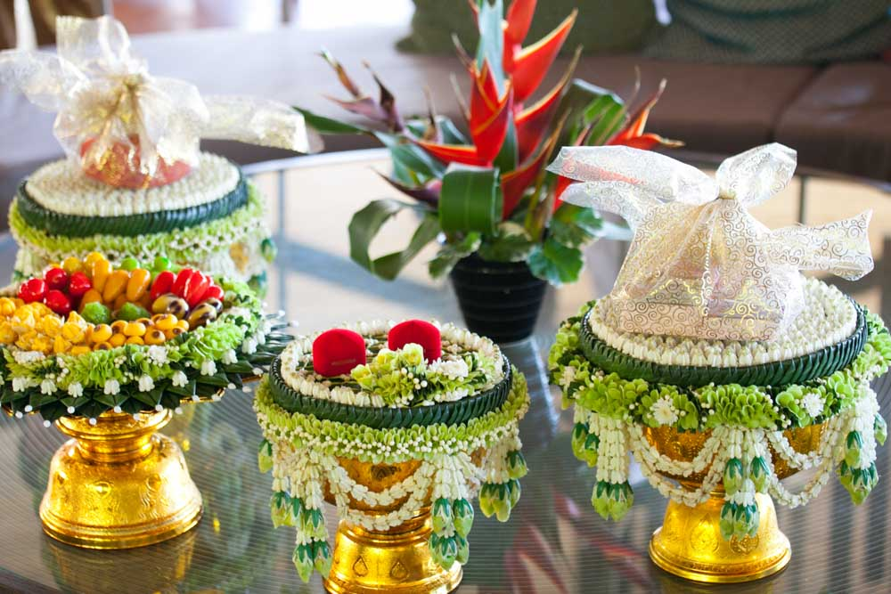 Khan Maak Procession on Thai wedding ceremony